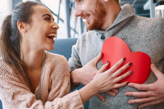 ボディタッチを駆使した恋愛術|最良のパートナー選びのための恋愛術